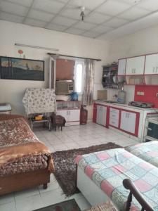Gallery Cover Image of 440 Sq.ft 1 RK Apartment for rent in Sector 37 for 16000