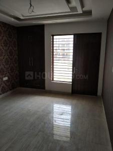 Gallery Cover Image of 2000 Sq.ft 3 BHK Apartment for rent in Sector 82 for 23000
