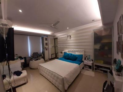 Gallery Cover Image of 800 Sq.ft 2 BHK Apartment for buy in Malad East for 14900000
