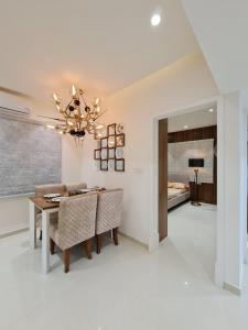 Gallery Cover Image of 1190 Sq.ft 2 BHK Apartment for buy in Pragathi Nagar for 4401808