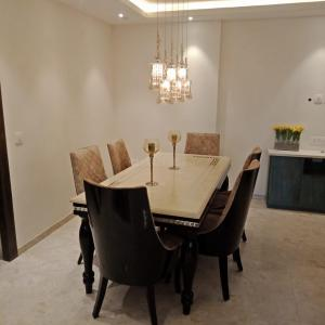 Gallery Cover Image of 1010 Sq.ft 2 BHK Apartment for buy in Aastha Greens, Noida Extension for 5200000
