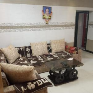 Gallery Cover Image of 640 Sq.ft 2 BHK Apartment for rent in Mira Road East for 20000