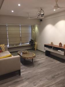 Gallery Cover Image of 1250 Sq.ft 3 BHK Apartment for rent in Khar West for 150000