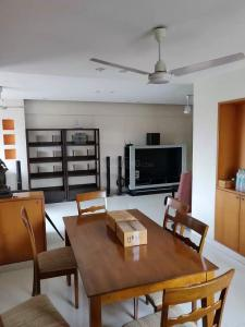 Gallery Cover Image of 956 Sq.ft 2 BHK Apartment for rent in Cuffe Parade for 110000
