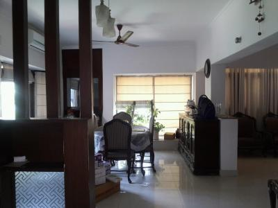 Gallery Cover Image of 2000 Sq.ft 3 BHK Apartment for rent in Vasant Kunj for 45000