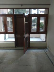 Gallery Cover Image of 1850 Sq.ft 3 BHK Apartment for rent in Sector 5 Dwarka for 31000