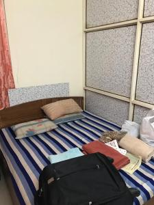 Gallery Cover Image of 780 Sq.ft 2 BHK Apartment for rent in Santacruz West for 40000
