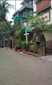Gallery Cover Image of 325 Sq.ft 1 BHK Apartment for rent in Vile Parle West for 22000