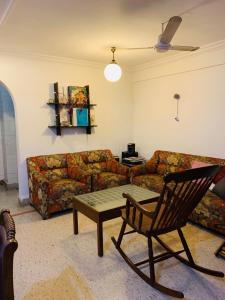 Gallery Cover Image of 1000 Sq.ft 2 BHK Apartment for rent in Bandra West for 72000