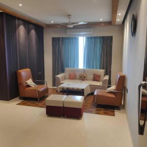 Gallery Cover Image of 1800 Sq.ft 3 BHK Apartment for rent in Malad West for 110000