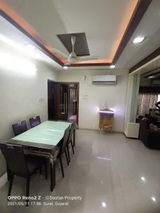 Gallery Cover Image of 2250 Sq.ft 3 BHK Apartment for rent in Adajan for 35000