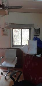 Gallery Cover Image of 3000 Sq.ft 4 BHK Apartment for rent in Bandra West for 500000