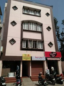 Gallery Cover Image of 1200 Sq.ft 2 BHK Apartment for rent in Kammanahalli for 40000