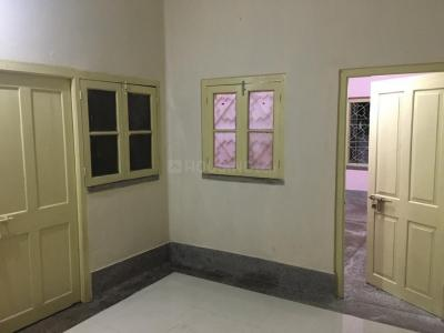 Gallery Cover Image of 750 Sq.ft 2 BHK Independent Floor for rent in Lake Town for 8000