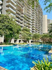 Gallery Cover Image of 3150 Sq.ft 4 BHK Apartment for buy in Wadhwa The Address, Ghatkopar West for 59000000