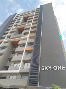 Gallery Cover Image of 1175 Sq.ft 2 BHK Apartment for buy in Saanvi Sky One, Bopal for 5000000