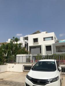 Gallery Cover Image of 3600 Sq.ft 4 BHK Independent House for buy in Thaltej for 40000000