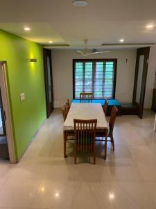 Gallery Cover Image of 5400 Sq.ft 4 BHK Villa for buy in Kalhaar Villa, Kathwada for 54000000