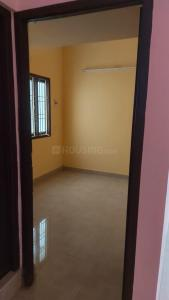 Gallery Cover Image of 450 Sq.ft 1 BHK Apartment for rent in Ekkatuthangal for 8000