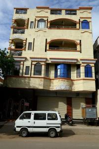 Gallery Cover Image of 6000 Sq.ft 4 BHK Independent House for buy in Malkajgiri for 40000000