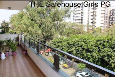 Balcony Image of The Safehouse PG in DLF Phase 4