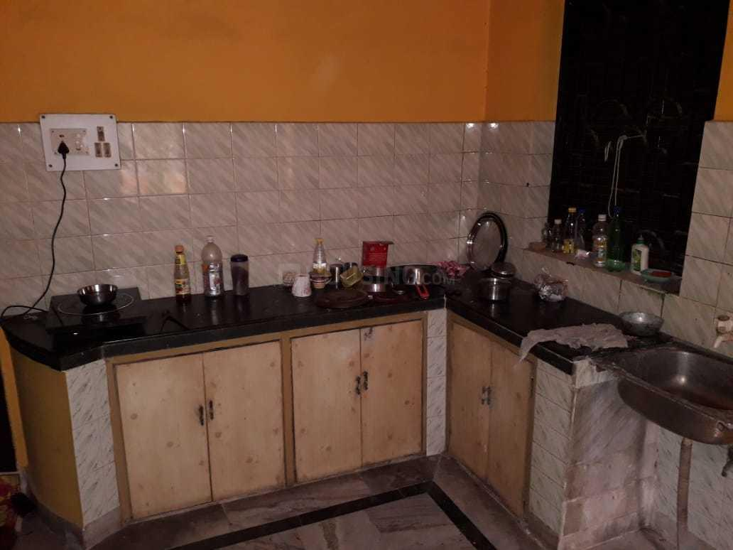 Kitchen Image of 600 Sq.ft 1 BHK Independent House for rent in Thakurpukur for 6000