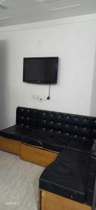Gallery Cover Image of 600 Sq.ft 1 BHK Independent House for rent in Anand Vihar for 11000