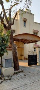 Gallery Cover Image of 2500 Sq.ft 3 BHK Villa for rent in Gurukul for 34500