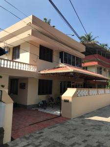 Gallery Cover Image of 2100 Sq.ft 3 BHK Independent House for buy in Chembukkav for 12000000