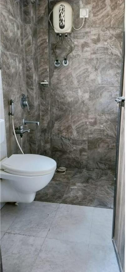 Common Bathroom Image of 1400 Sq.ft 3 BHK Independent House for buy in Kandivali West for 11900000