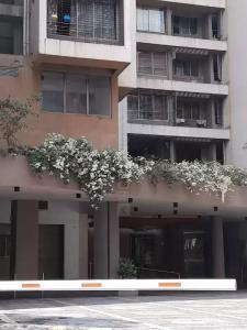 Gallery Cover Image of 3250 Sq.ft 3 BHK Apartment for rent in Wadhwa W54, Matunga West for 325000