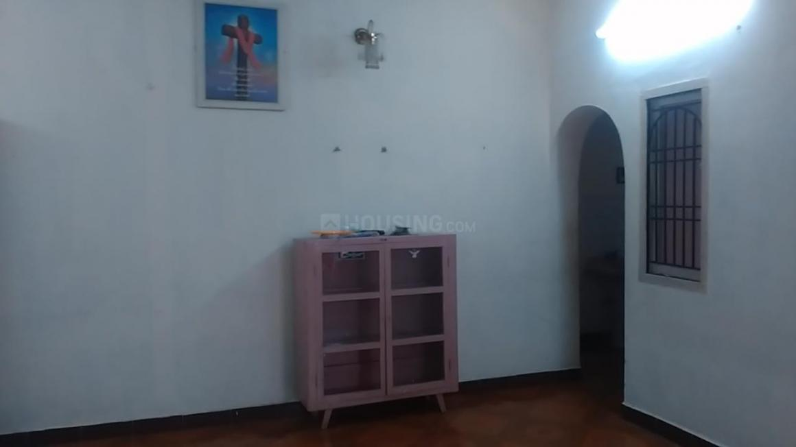Living Room Image of 990 Sq.ft 2 BHK Apartment for rent in Periyar Nagar for 15000