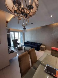 Gallery Cover Image of 900 Sq.ft 2 BHK Apartment for rent in Malad West for 65000