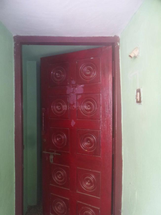 Main Entrance Image of 325 Sq.ft 1 RK Apartment for rent in Chromepet for 5000