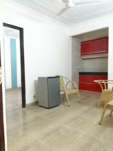 Gallery Cover Image of 450 Sq.ft 1 BHK Independent Floor for rent in Chhattarpur for 11500