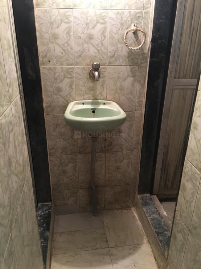 Common Bathroom Image of 300 Sq.ft 1 RK Independent House for rent in Ghatkopar East for 16000