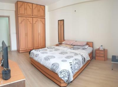 Gallery Cover Image of 2200 Sq.ft 3 BHK Apartment for rent in DLF New Town Heights, New Town for 40000