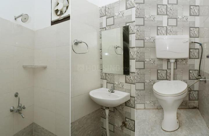 पालम विहार एक्सटेंशन में एनएक्सटीडेन रूम्स में बाथरूम की तस्वीर