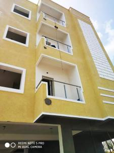 Gallery Cover Image of 3700 Sq.ft 2 BHK Independent House for buy in Manikonda for 30000000