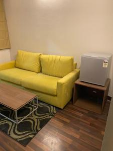 Gallery Cover Image of 500 Sq.ft 1 BHK Apartment for rent in Paras Tierea, Sector 137 for 13000