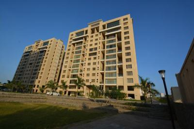 Gallery Cover Image of 2450 Sq.ft 4 BHK Apartment for rent in Pimple Nilakh for 65000