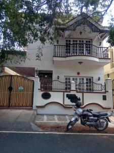 Gallery Cover Image of 3500 Sq.ft 4 BHK Villa for rent in JP Nagar for 100000