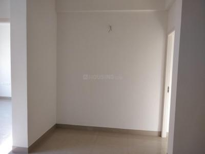 Gallery Cover Image of 1250 Sq.ft 3 BHK Apartment for rent in Radiance Empire, Vyasarpadi for 25000
