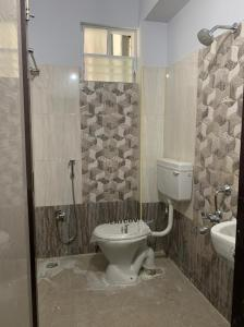 Bathroom Image of Women's Luxury PG in Ekkatuthangal