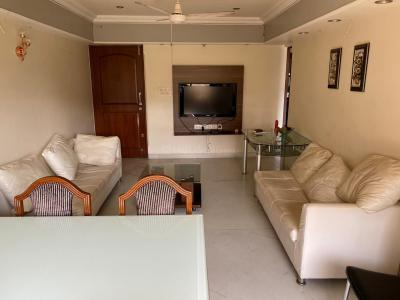 Gallery Cover Image of 800 Sq.ft 2 BHK Apartment for rent in Shadaab Tower, Bandra West for 80000
