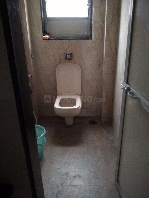 Common Bathroom Image of 750 Sq.ft 1 BHK Apartment for rent in Andheri West for 45000