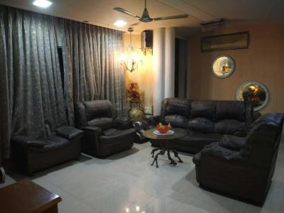 Gallery Cover Image of 1800 Sq.ft 3 BHK Apartment for rent in Malad West for 70000
