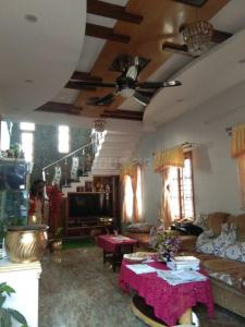 Gallery Cover Image of 1800 Sq.ft 3 BHK Independent Floor for rent in Rajajinagar for 40000