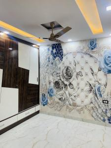 Gallery Cover Image of 900 Sq.ft 3 BHK Independent Floor for buy in Uttam Nagar for 5100000