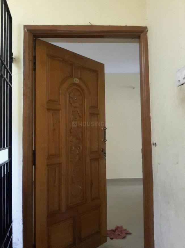Main Entrance Image of 975 Sq.ft 2 BHK Apartment for buy in Kolathur for 5500000